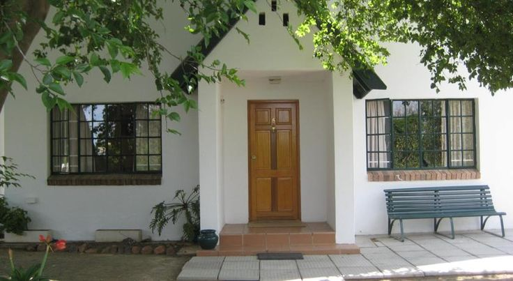 Offering a seasonal outdoor pool and barbecue, 4 Rothman Street B&B is located in Graaff-Reinet. Free private parking is available on site.