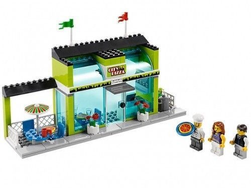 LEGO PIZZERIA with 3 Minifigures - Pizza Chef - NEW - 60026 City Town Square