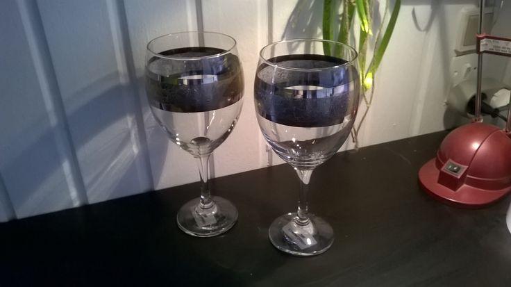 Ny kunstner Frøken solskin glas af Henriette Von Essen - vin glas med sølv relief. #galleri, #Bruunsatelier, #glas
