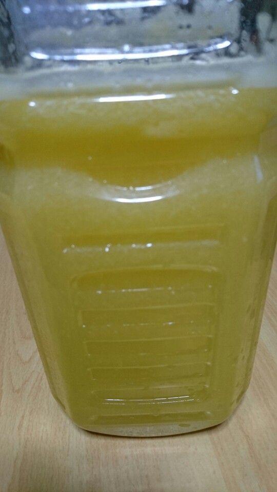 自宅の庭の夏みかんでジュースを作りました。 ジューサーの性能で果汁50%になりますが、爽やかスッキリな味になりました。