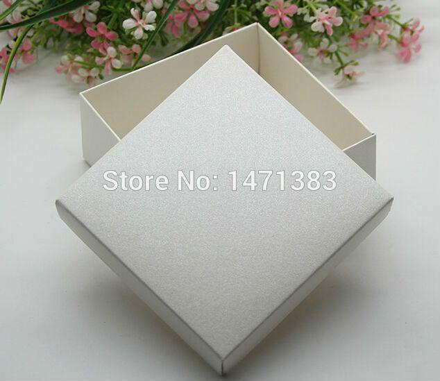 Formato Libero di trasporto 6.5*6.5*3.8 cm crema bianco carta cartone confezione regalo gioielli, regalo di carta bianca scatole per imballaggio, favore di cerimonia nuziale box in Formato Libero di trasporto 6.5*6.5*3.8 cm crema bianco carta cartone confezione regalo gioielli, regalo di carta bianca scatole per imballaggio, favore di cerimonia nuziale boxda Contenitori di caramella su AliExpress.com | Gruppo Alibaba