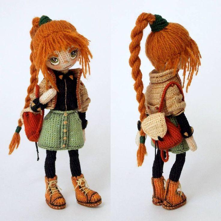 Привет! Это Лайла. У неё рыжие волосы и оливково-зеленые глаза. Ей 17 лет. Ну... Кажется это всё, что я могу о ней рассказать…