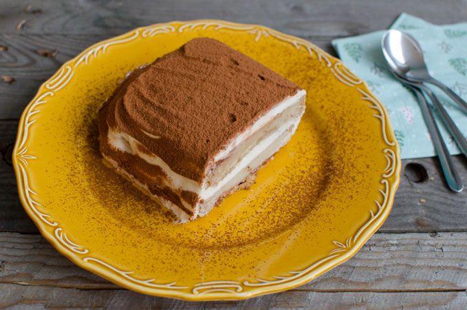 Tiramisu is een ideaal dessert voor de kerstdagen. Je kunt het goed voorbereiden en met deze vegan tiramisu heb je geen mascarpone en ei nodig!