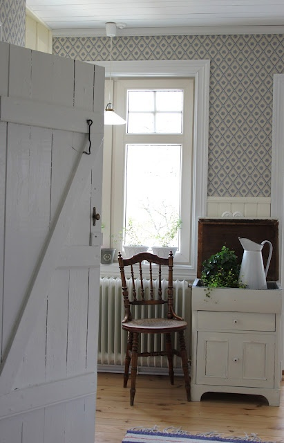 old door - I want this for my storage rooms downstairs!