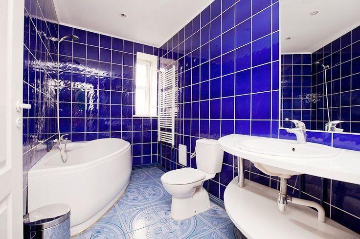 Blue-white bathroom