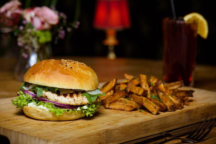 Cesar Burger from Wohnzimmer Konstanz. Photo by Björn Jansen #foodporn #burger #wohnzimmer #konstanz #fries #foodgasm