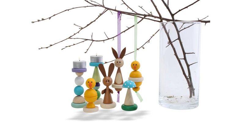 Med disse enkle trædele kan børnene designe og lave deres eget påskepynt på en enkel måde! Delene kan kombineres på mange forskellige måder til f.eks. kyllinger, harer, lysestager eller...? Skærper børnenes kreativitet, finmotorik og fantasi.