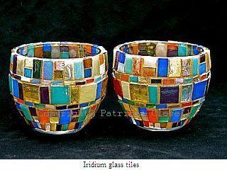 Patricia Clewell Mosaico Candelero hecha de azulejos de vidrio Iridium