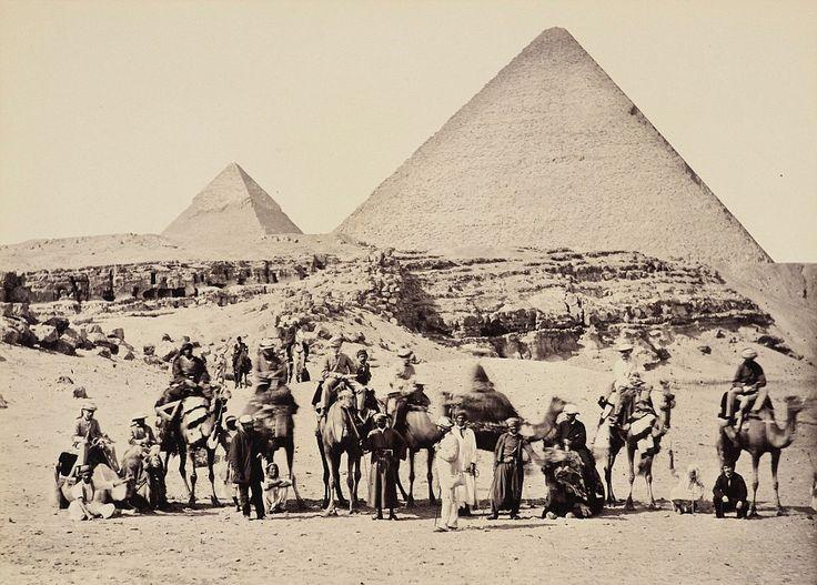 La comitiva real posa en Giza, con el principe Eduardo de Gales 1862
