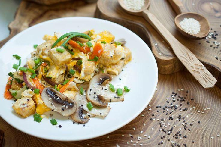 Jajecznica z tofu / Scrambled Eggs with tofu and veggies  idealna na początek dnia!/ best beggining of a day