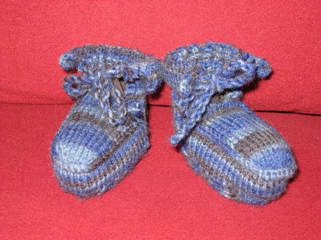 Diese Mokassins sind aus strapazierfähiger waschmaschinenfester Wolle gestrickt. Sie sind für Jungen und Mädchen gleichermaßen geeignet. Durch die Kordel können sie festgebunden werden. Egal ob die...