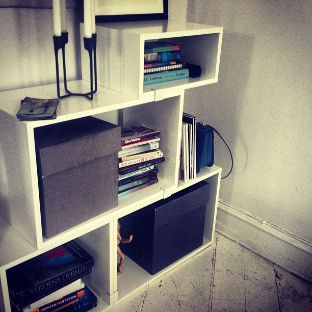 #muuto #stacked #shelfsystem #white Pinned from #webstagram Photo by @bernadutten