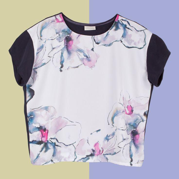 Camiseta mujer, e commerce con fondo diferente Fotografía Kinoki studio
