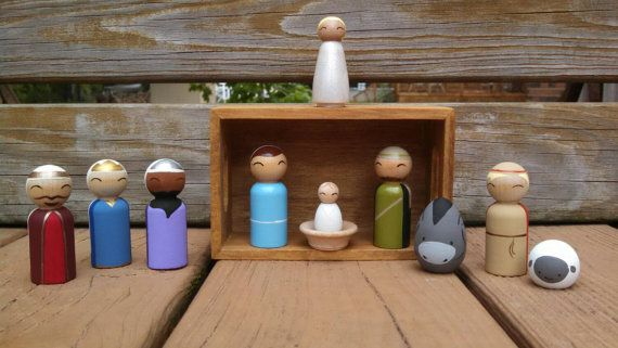Nativité de poupée de cheville en bois peint à la main - 12 pces comprend Stable/rangement en bois