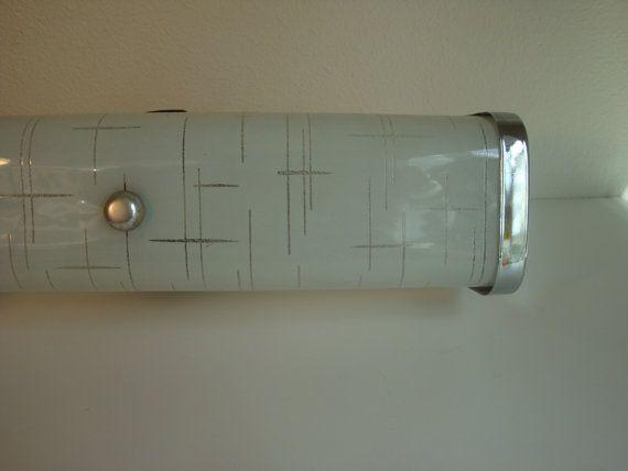 Vintage 50s/60s bathroom vanity light Etsy seller: DayDaysFiveandDime $38: Vintage Bathroom, Retro Bathroom