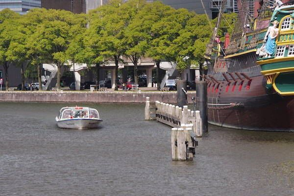Ervaar Amsterdam vanaf het water met Rederij Lovers https://www.fijnuit.nl/1141/rederij-lovers