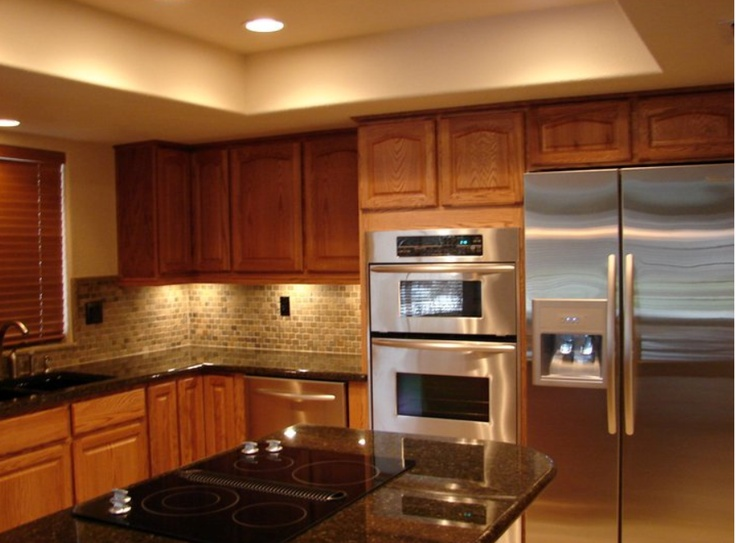 Kraftmaid fawn oak cabinets with granite countertops for Dark oak kitchen cabinets