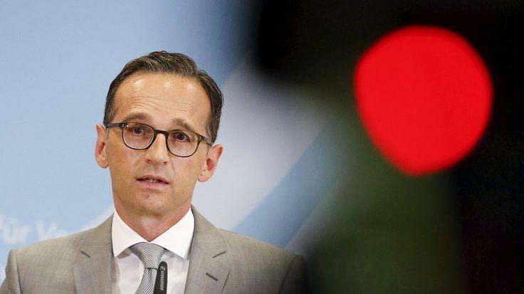 Im Bundestag wachsen die Zweifel an dem umstrittenen Netzwerkdurchsetzungsgesetz. Die Bundesbeauftragte für Datenschutz sieht Grundrechte gefährdet. Eine schnelle Verabschiedung erscheint fraglich. Facebook gewährte Renate Künast Zugang zu seinen Löschteams.