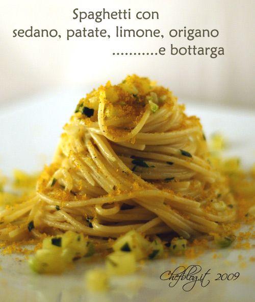 Spaghetti con sedano, patate, limone, origano e bottarga.