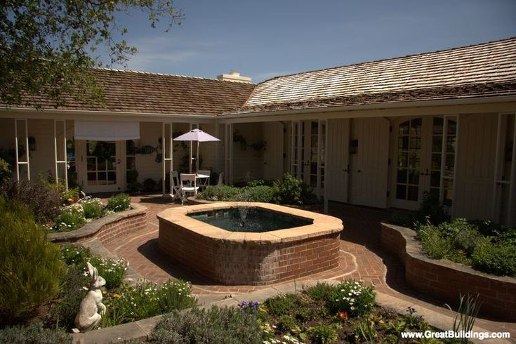 61 best courtyard houses images on pinterest courtyard for Butler building house