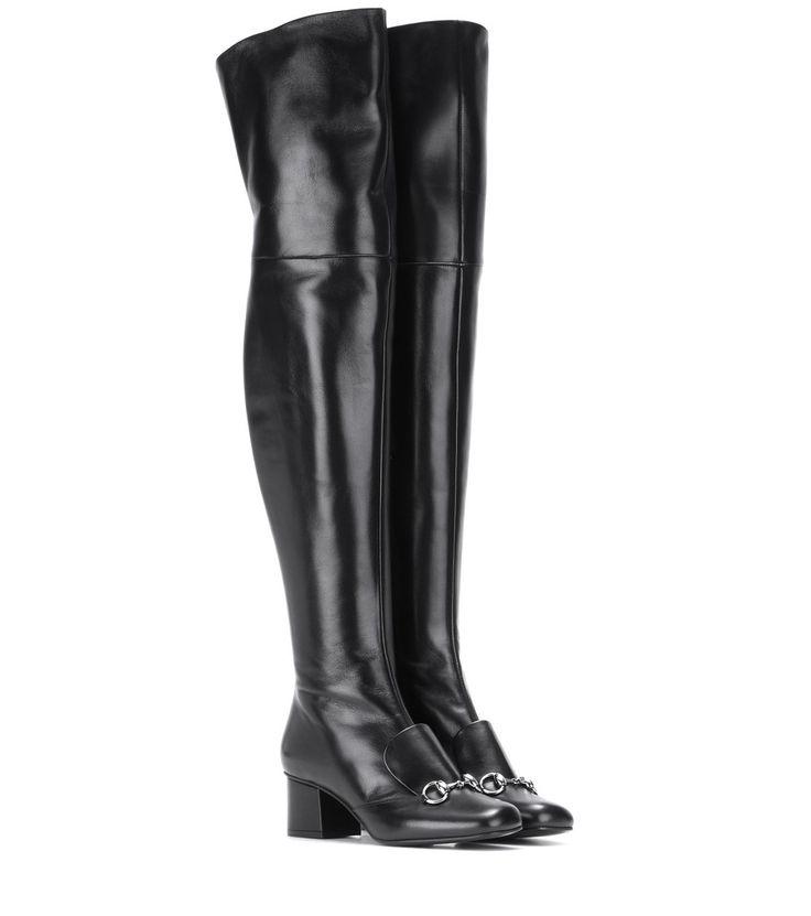 """Gucci - Overknee-Stiefel aus Leder - Die silberfarbene """"Horsebit""""-Schnalle verleiht den Blockabsatz-Stiefeln von Gucci hohen Wiedererkennungswert. Das sleeke, puristisch gehaltene Design und das fein genarbte Leder in Schwarz balancieren den verführerischen Appeal der Overknee-Silhouette aus, wodurch sich die Boots zu zahlreichen Gelegenheiten tragen lassen. seen @ www.mytheresa.com"""