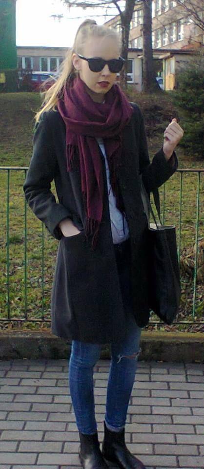 street  style jeans grey coat blonde sunglasses