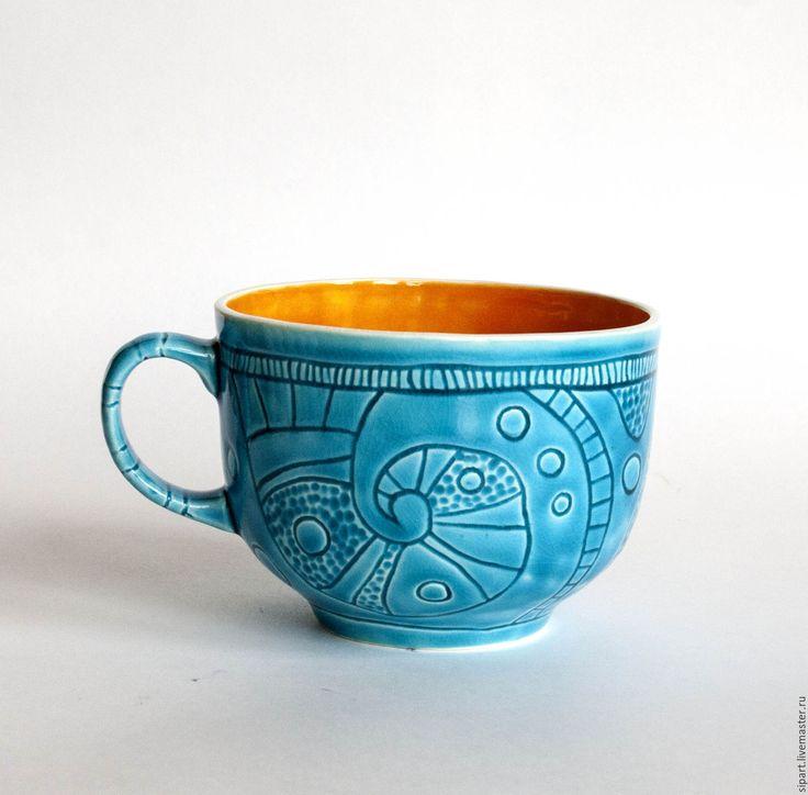 Купить или заказать Чашка 'Осеннее небо' в интернет-магазине на Ярмарке Мастеров. Вместительная фаянсовая чашка. Внутри ярко-тыквенная блестящая глазурь. Снаружи - волшебная Египетская голубая. Для чая-кофе-какао, для бульона с пирожками после длительной прогулки в парке. Пусть осень будет яркой.