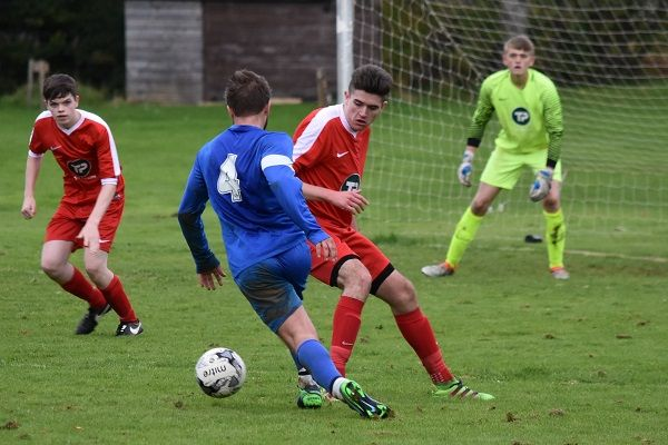 County Football Roundup http://www.cumbriacrack.com/wp-content/uploads/2016/10/Braithwaites-Charlie-Andrews-takes-on-the-Castletown-defence-Ben-Challis.jpg It was a busy weekend of football across the county, and we start with the Westmorland League where Division Two's Braithwaite took on Castletown United    http://www.cumbriacrack.com/2016/10/23/county-football-roundup-3/