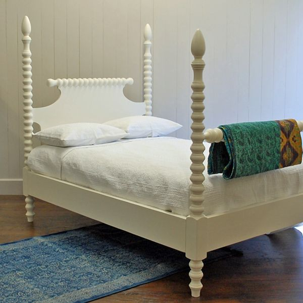 English Farmhouse Spindle Bed  for Sale - Cottage & Bungalow  queen  bed $3000.00