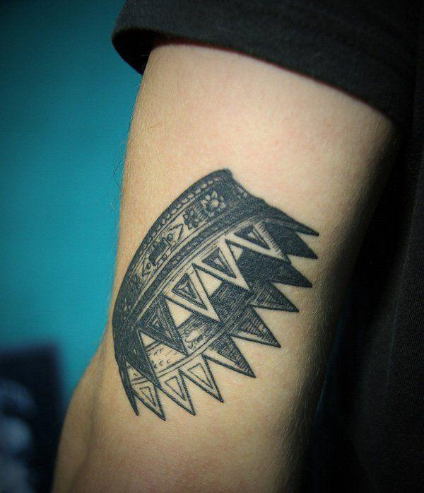 Tatuagem de Coroa | Fineline no Braço