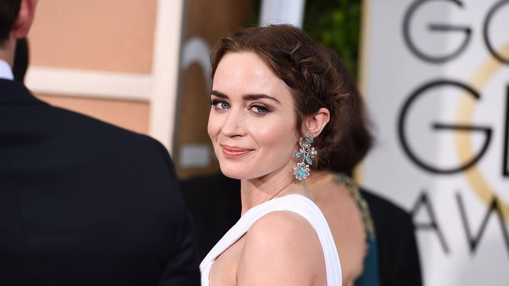 Steal the Look: Emily Blunt's Grecian beauty at the Golden Globes