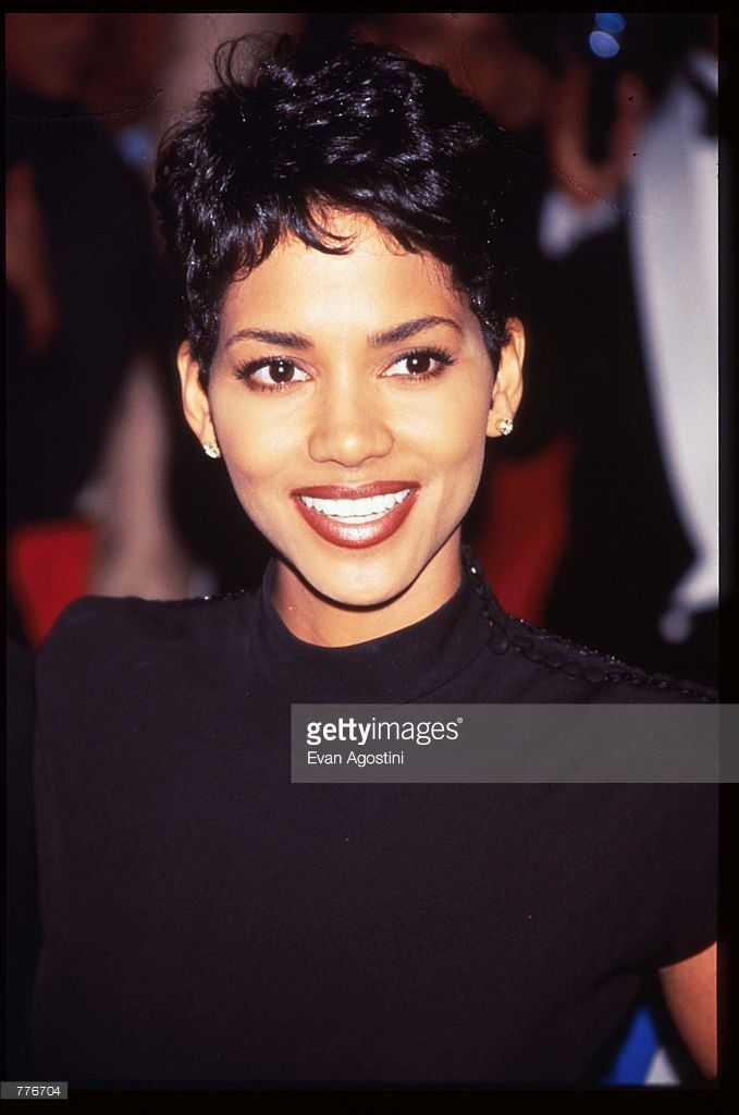 Actress Halle Berry stands at the Essence Awards April 26 1996 in New... News Photo | Getty Images