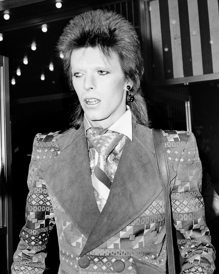 """6th JUNE: On this day in 1972 David Bowie released his album """"The Rise and Fall of Ziggy Stardust and the Spider from Mars."""" Singer David Bowie at the premiere of 'Live and Let Die', Odeon Leicester Square, London."""
