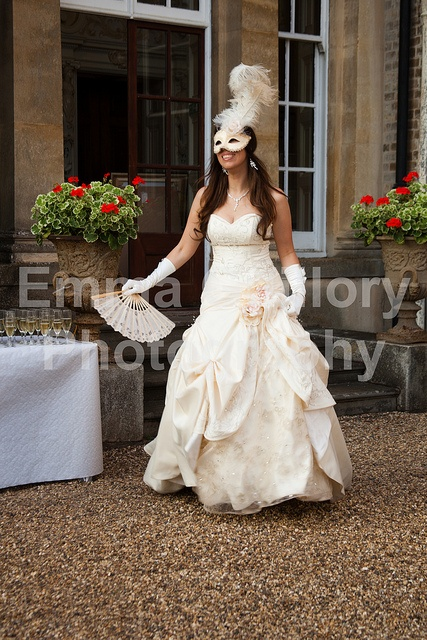 Masquerade-OMG This is the exact style of what I think of when I think of MY WEDDING...Crazy pretty!!!