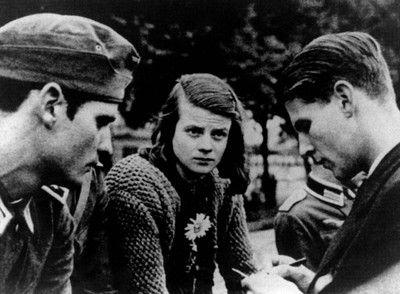 Dijeron no a la esvástica | Edición impresa | EL PAÍS  El reciente fallecimiento de Freya von Moltke, que formó parte de la oposición clandestina a Hitler, invita a revisar, más allá del coronel Von Stauffenberg y la Operación Valkiria, el poco conocido mundo de la resistencia alemana contra los nazis. Fueron muchos y muy valientes
