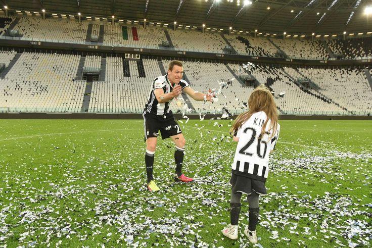Nach 5:0-Gala gegen Sampdoria: Familie Lichtsteiner feiert 5. Meisterparty mit Juve in Folge   Blick