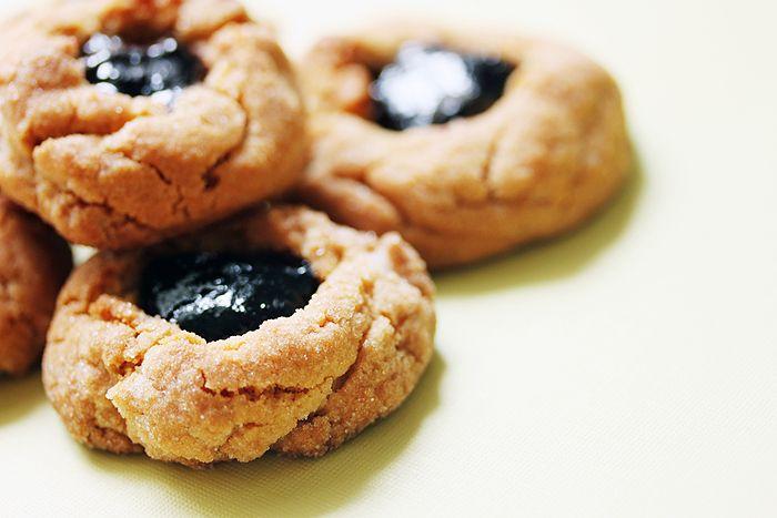 peanut butter blackberry jam thumbprints | Cookies | Pinterest