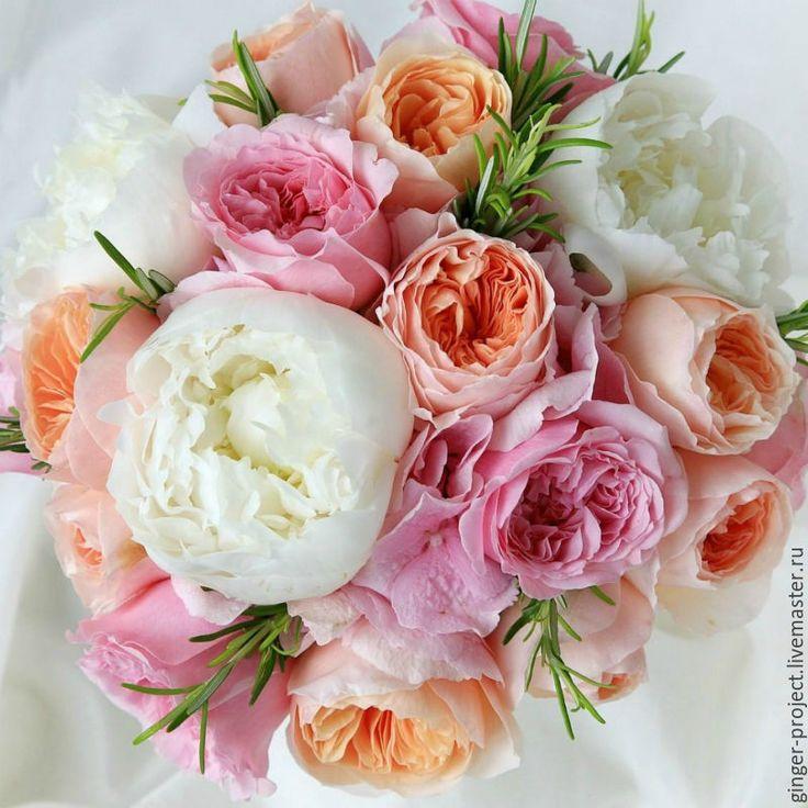 Купить или заказать Роскошный свадебный букет невесты с пионовидными розами в интернет-магазине на Ярмарке Мастеров. Свадебный букет невесты из живых цветов и бутоньерка для жениха в подарок! При заказе свадебного офрмления, скидка на этот букет 20%!!! Букет невесты состоит из английских пионовидных роз персикового и розового цвета и белых пионов. При желании цвет можно менять. Ножку свадебного букета невесты можно декорировать лентами, кружевом или тканью. Бутоньерка для жениха выполнена в…