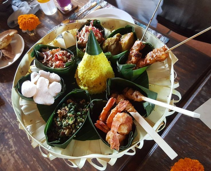 Here in Alaya Hotels & Resorts, we re-create Ubud Royal Rijsttafel to satisfy your curiousity what's the royal dine is. Visit Petani Restaurant, Ubud and Sukun Restaurant, Kuta to experience the dish by yourself.   Image by Rosediana31