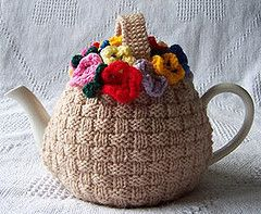 Knitted Tea Cozy. I don't drink tea, nor have teapot, but I think this is sooo cool!