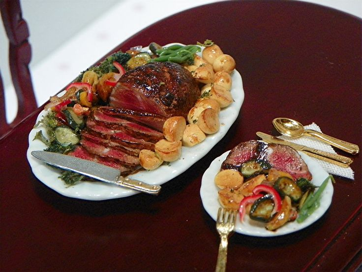 1:12th scale Beautiful mouthwatering roast & dinner plate made by the talented Gosia Suchodolska