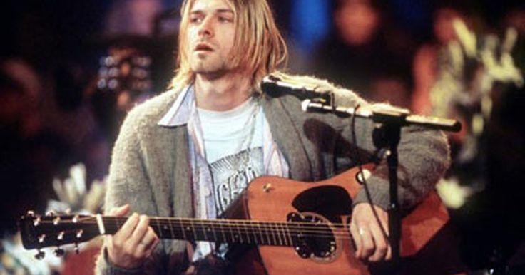 """Cómo tocar la guitarra como Kurt Cobain. Durante el curso de su prolífica pero corta carrera, el icónico roquero """"grunge"""" Kurt Cobain estableció un sonido y estilo de guitarra único. El líder de la innovadora banda punk de los años 90, Nirvana, es probablemente más popular por sus letras, voz, actitud, sentido de la moda, consumo de drogas y, por supuesto, su repentina muerte. Su propio ..."""