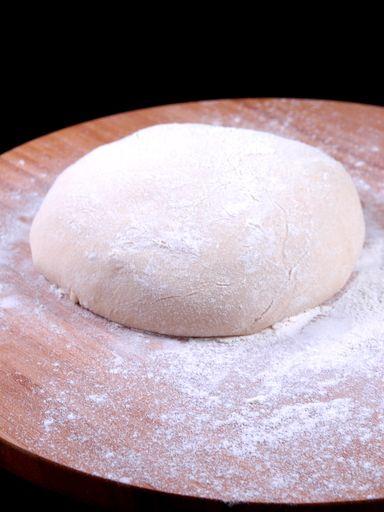 Recette de pâte à pizza épaisse et moelleuse, testé et approuvé !!