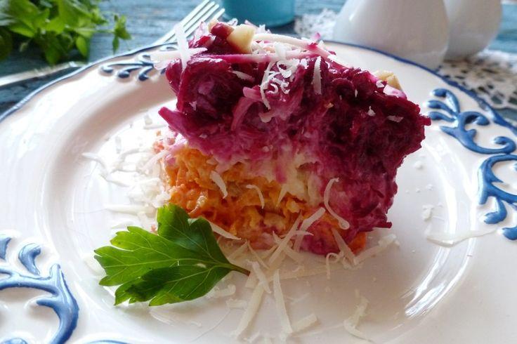"""Салат """"Поцелуй любовницы"""" - пошаговый рецепт с фото: Из овощей, с сыром, изюмом и орешками. - Леди Mail.Ru свекла  1 шт. морковь  1 шт. сыр  80 г изюм  2 ст.л. чеснок  1 шт. орехи  2 ст.л. майонез  5 ст.л."""