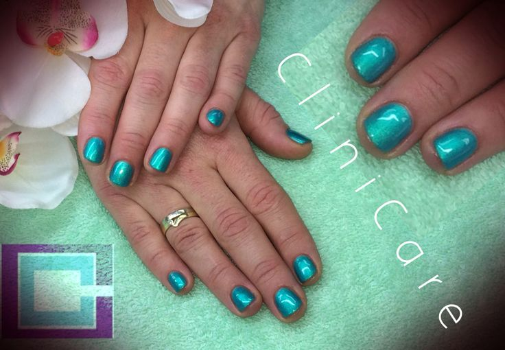 CND Shellac Hotski To Tchotchke op korte natuurlijke nagels - short natural nails - @ CliniCare