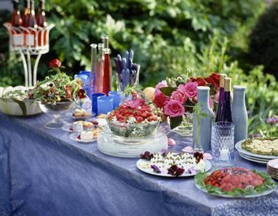 summer garden party: Buffet Tables, Cottages Gardens, Summer Gardens, Ideas Parties, Food Tables, Summer Parties, Decor Parties, Parties Ideas, Gardens Parties