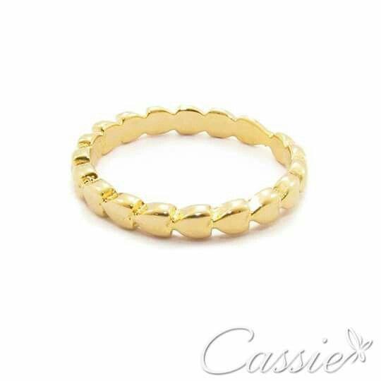 Anel Cuore Sottile folheado a ouro com garantia.  Temos Medidor de Anel em nosso site www.cassie.com.br   Oferta secreta Cassie: cadastre o seu email em nossa newsletter e descubra!  ▃▃▃▃▃▃▃▃▃▃▃▃▃▃▃▃▃▃▃▃▃▃▃ #Cassie #semijoias #acessórios #folheadoaouro #folheado #instasemijoias #instajoias #fashion #lookdodia #dourado #tendências #banhadoaouro #lindassemijoias #semijoia #semijoiasfinas #feminino #anel #anelfolheado #anéis #anelfininho #aneldodia #lindosanéis