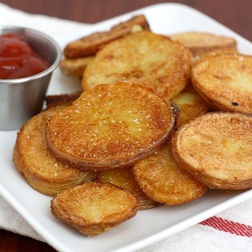 Lovely, invitingly dip-able rounds of Crispy Oven-Roasted Potatoes. #potatoes #vegetarian #food #sides