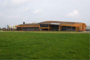 Unipro – Haaksbergen. Deze vloerenfabrikant in het oosten van het land heeft naar eigen zeggen 'de groenste fabriek van Nederland'. Zo wordt er CO2-neutraal geproduceerd en heeft het pand een groen dak. De werknemers werken in een lichte ruimte waar het klimaat met sensors wordt geregeld.
