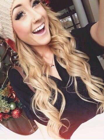 Aspen Mansfield Loving The Beanie Amp Wavy Curly Hair